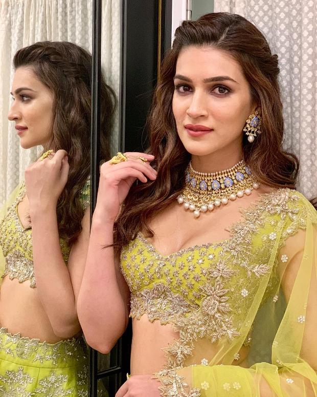 Kriti Sanon in Anushree Reddy for Diwali 2018 bash (1)
