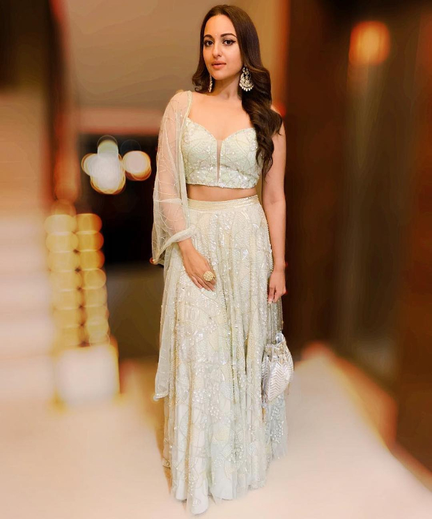 Sonakshi Sinha in Zara Umrigar for Diwali 2018 bash (2)