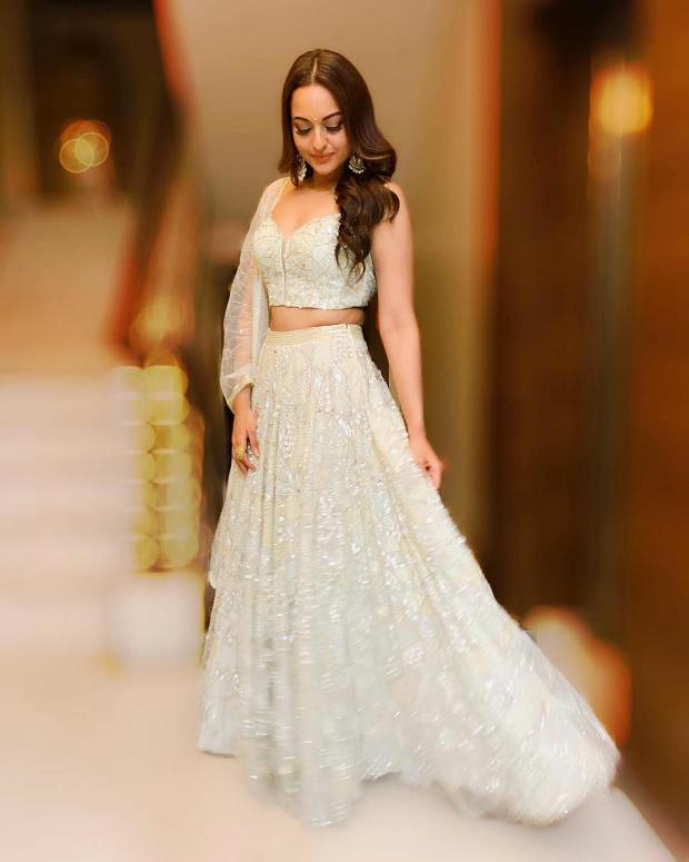 Sonakshi Sinha in Zara Umrigar for Diwali 2018 bash (3)