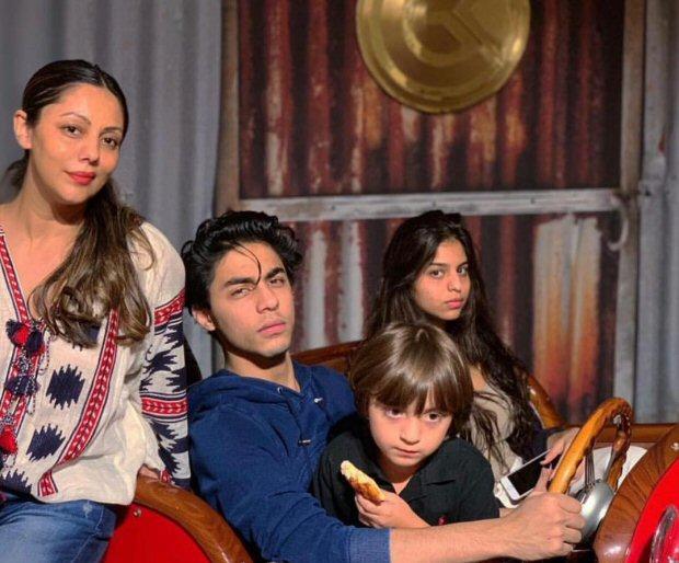 Aryan, Suhana And Abram Khan Pose As Mommy Gauri Khan's Pet Designs (see Pic)