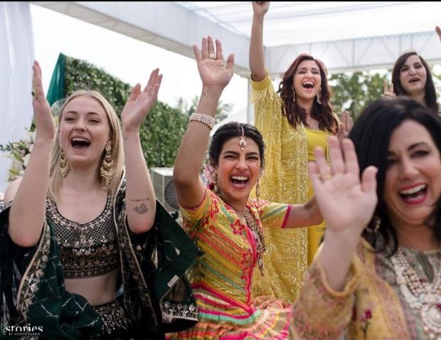 Okay, Sophie Turner! We are irreversibly in LOVE with your Desi Swag from Priyanka Chopra – Nick Jonas wedding festivities!
