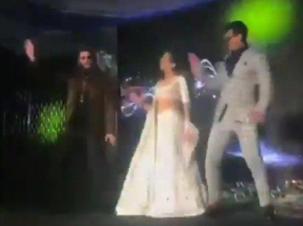 Watch: Simmba Stars Ranveer Singh, Sara Ali Khan And Siddharth Jadhav Enthrall The Audience On 'aankh Marey'