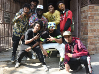 After song release, Ranveer Singh breaks into 'Mere Gully Mein' with fellow rappers on the streets of Mumbai