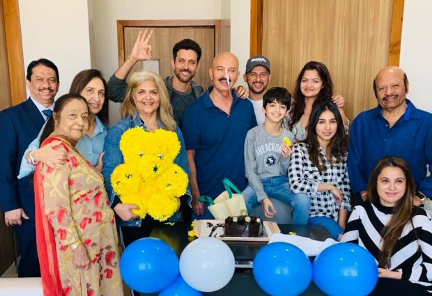 Hrithik Roshan celebrates his birthday with dad Rakesh Roshan, shares a happy family photo after surgery