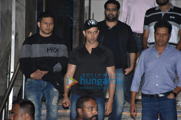 Hrithik Roshan spotted at gym in Juhu (4)