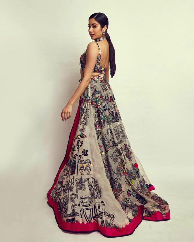 Janhvi Kapoor in Anamika Khanna Couture for SOL Lions Gold Awards 2018 (1)