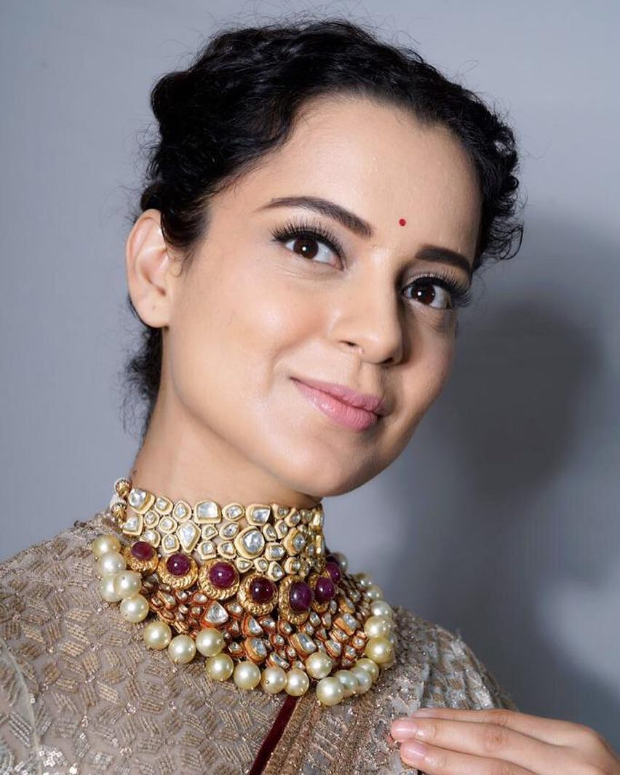 Kangana Ranaut in Tarun Tahiliani for Manikarnika music launch (2)