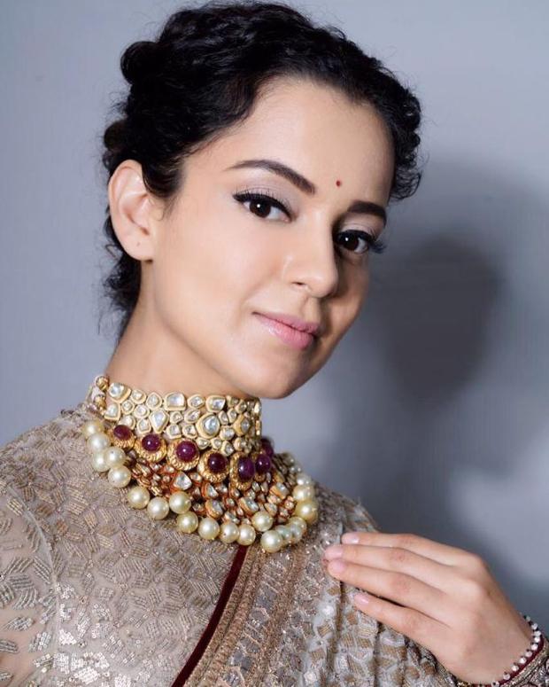 Kangana Ranaut in Tarun Tahiliani for Manikarnika music launch (3)