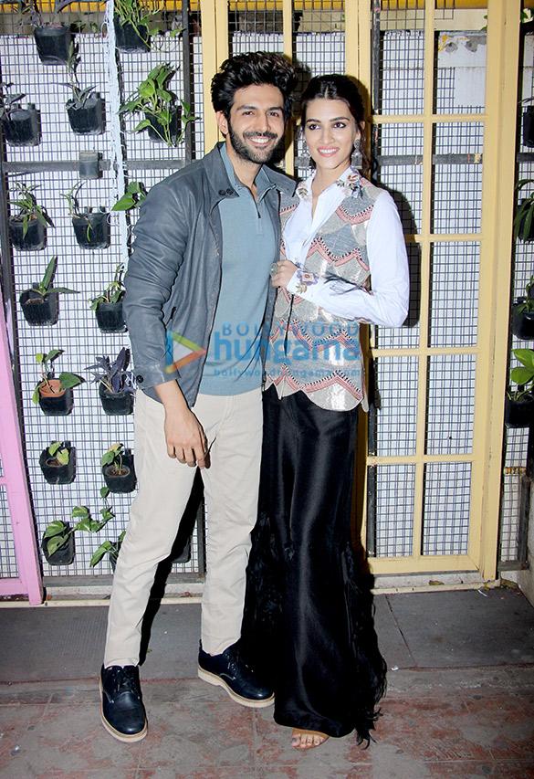 Kartik Aaryan and Kriti Sanon during Luka Chuppi promotions at Bombay Adda (4)