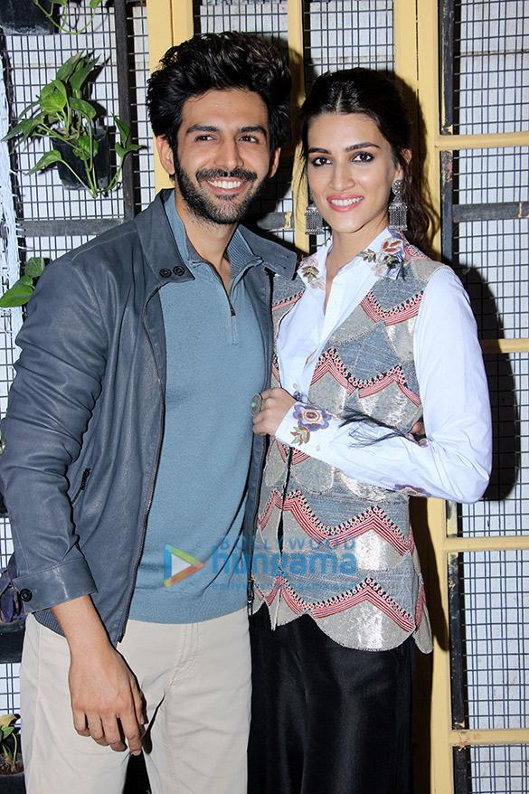 Kartik Aaryan and Kriti Sanon during Luka Chuppi promotions at Bombay Adda (5)