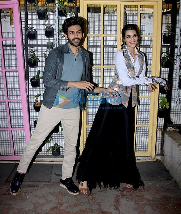 Kartik Aaryan and Kriti Sanon during Luka Chuppi promotions at Bombay Adda (6)