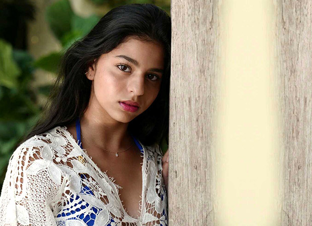 Suhana Khan Can't Help But Kiss This Cutiepie While Chilling In The Pool (watch Video)