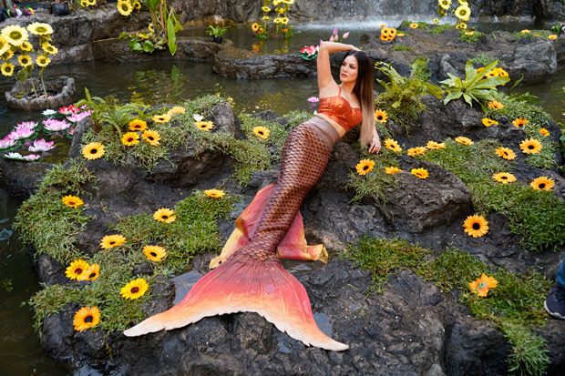 Woah! Sunny Leone Turns Into A Hot Mermaid For Rishi Kapoor Starrer Jhootha Kahin Ka