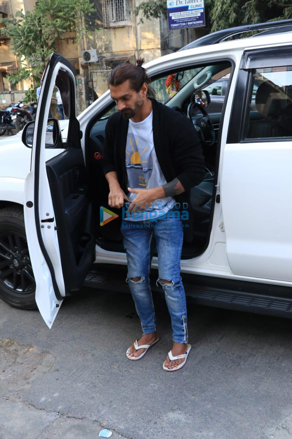 Bipasha Basu and Karan Singh Grover spotted in Juhu (2)