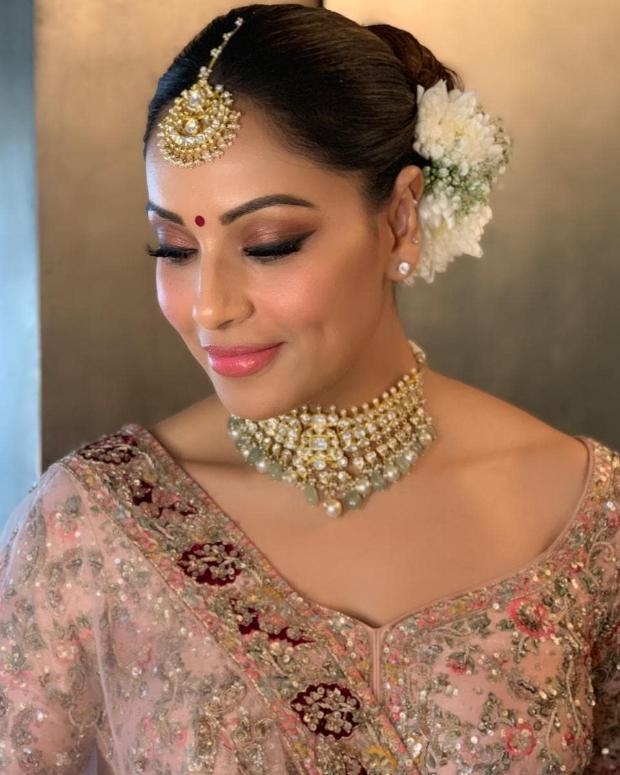 Bipasha Basu in Dolly J Studio for her sister Vijayeta Basu's wedding (4)