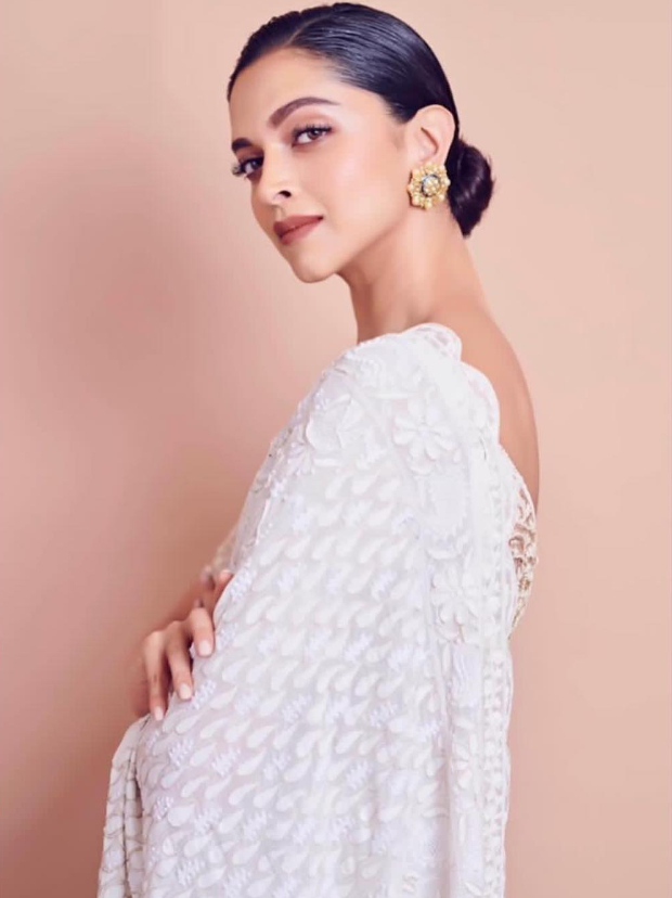 Deepika Padukone looks elegant in white Rahul Mishra saree for Lokmat Maharashtrian Of The Year Award 2019 (3)