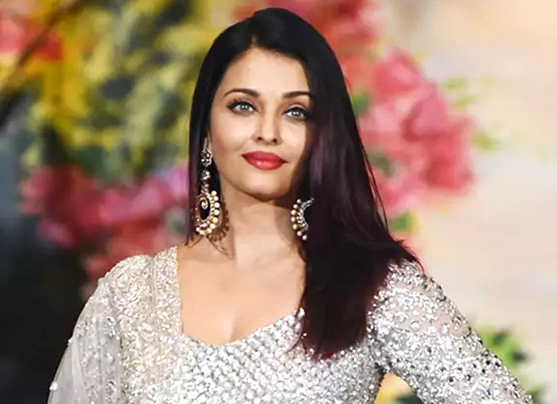 Pulwama attacks – Aishwarya Rai Bachchan pays tribute to martyred jawans by lighting a candle at a University event in Indore
