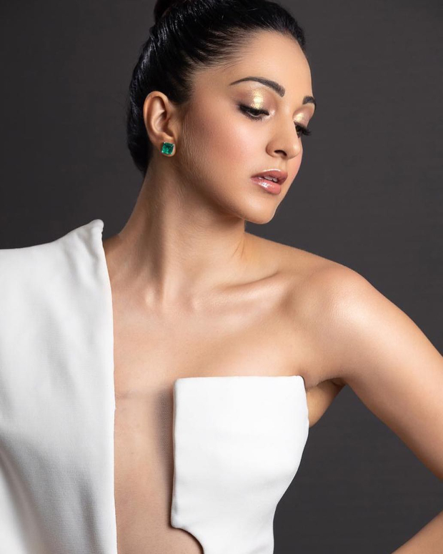 Kiara Advani in Stephane Rolland for the 13th Asia Vision Movie Awards in Dubai (3)