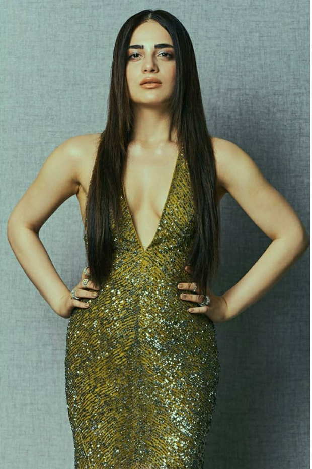 Radhika Madan in Rajat Tangri for Nykaa-Femina Beauty Awards (4)