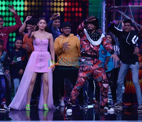 Ranveer Singh and Alia Bhatt promote Gully Boy on Super Dancer Chapter 3 (1)