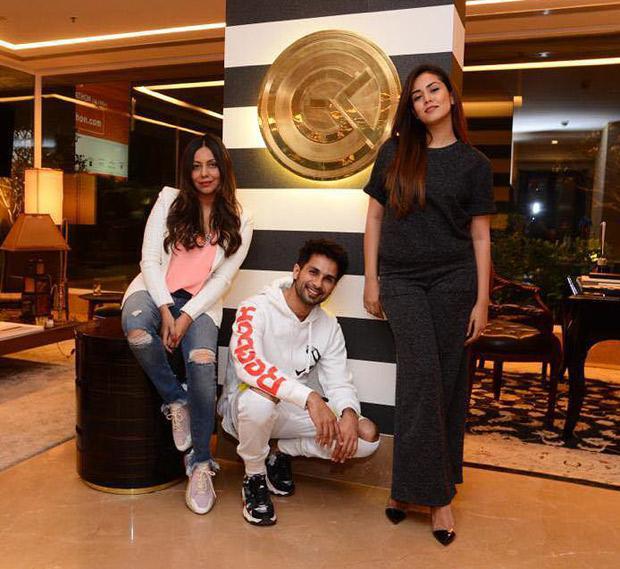 Shahid Kapoor and Mira Rajput warn Karan Johar about his new competition, Gauri Khan! (Watch Video)