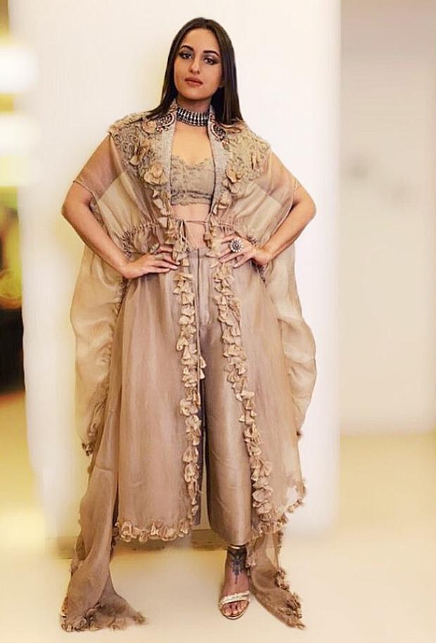 Sonakshi Sinha in Anamika Khanna for a wedding (2)