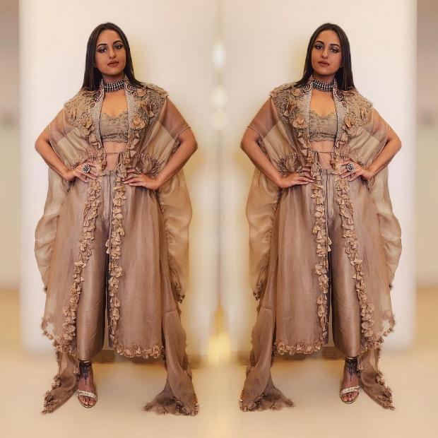 Sonakshi Sinha in Anamika Khanna for a wedding (4)
