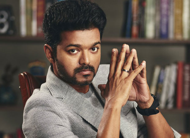 Woah! South superstar Vijay leaves fans impressed, saves them from falling off a fence on the sets of Thalapathy 63 [watch video]