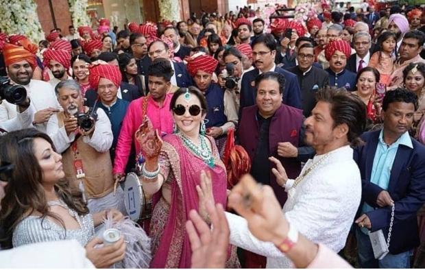 Akash Ambani - Shloka Mehta Wedding: Shah Rukh Khan, Ranbir Kapoor, Karan Johar burn the dance floor, Priyanka Chopra and Aishwarya Rai Bachchan's gossip session goes viral
