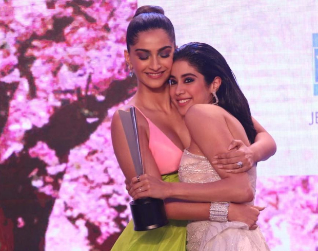 Janhvi Kapoor and Sonam Kapoor set sister goals in these precious moments from Hello! Hall Of Fame Awards 2019