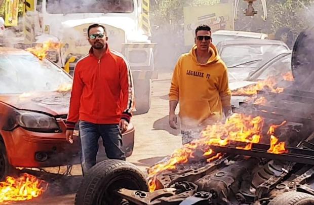 Khatron Ke Khiladi: Akshay Kumar performs DEADLY stunts after Sooryavanshi director Rohit Shetty challenges him