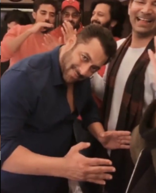 Salman Khan, Bobby Deol, Riteish Deshmukh celebrate CCL T10 win with impromptu dance and music session