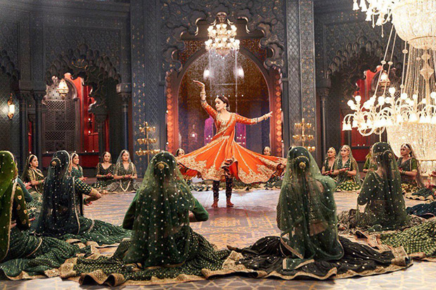 Kalank - 'Tabah Ho Gayi' will be a treat for Madhuri Dixit fans as they will see the actress perform Kathak yet again!