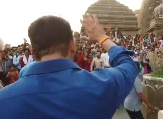f898d926b7e89 WATCH  Salman Khan thanks his fans and police while shooting for Dabangg 3  at Narmada