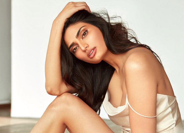 Athiya Shetty's sexy stance in a silky, satin negligee is oomph personified