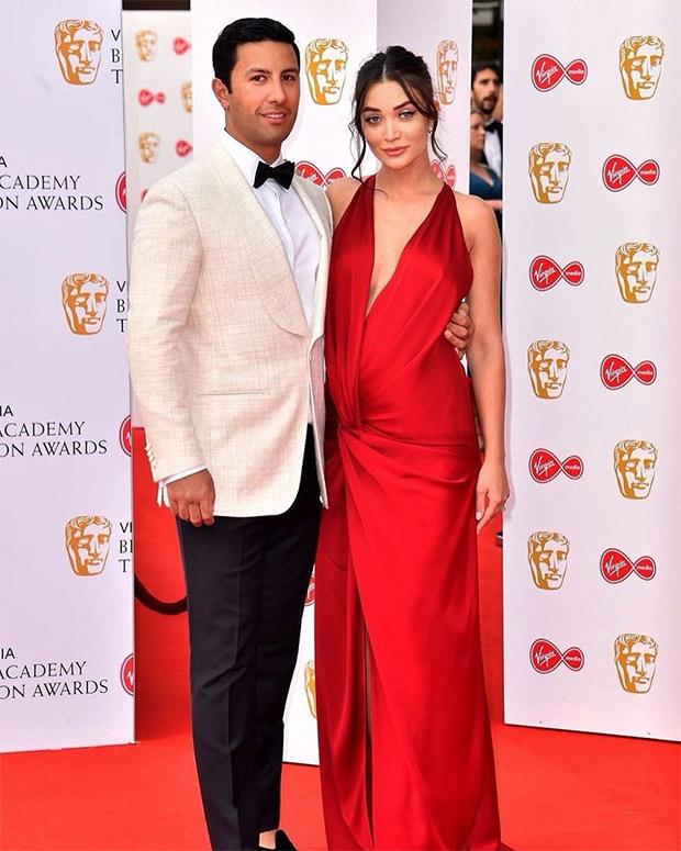 BAFTAs 2019: Pregnant Amy Jackson looks ravishing in crimson red gown (2)