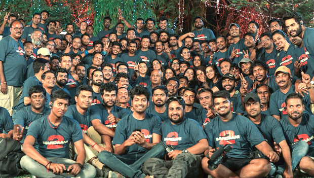 Mardaani 2 Rani Mukerji bonds with the crew after Rajasthan schedule wrap!