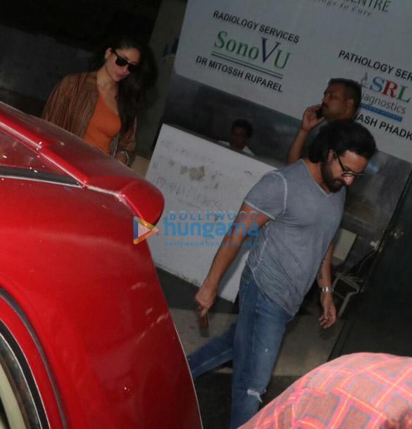 Photos Kareena Kapoor Khan and Saif Ali Khan snapped at a clinic in Bandra (1)