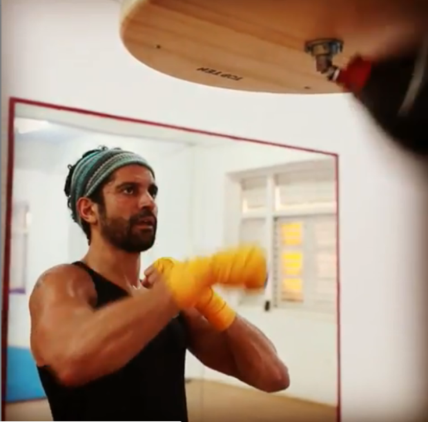 WATCH: Farhan Akhtar gets into his sporty avatar while training for Toofan