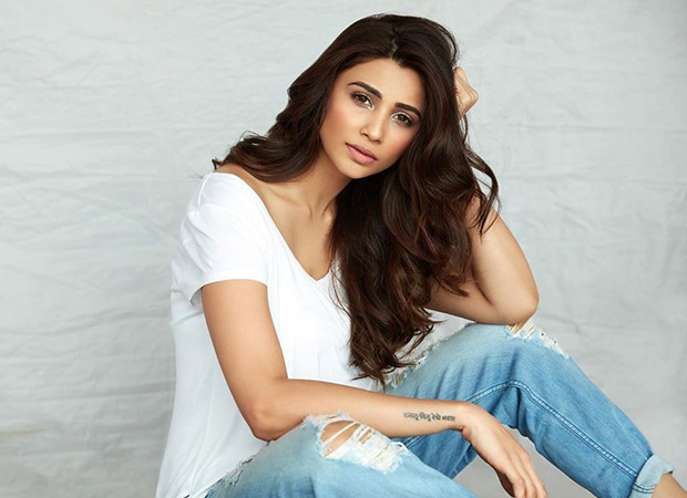 Daisy Shah to join her fans during the nail-biting match between India and New Zealand