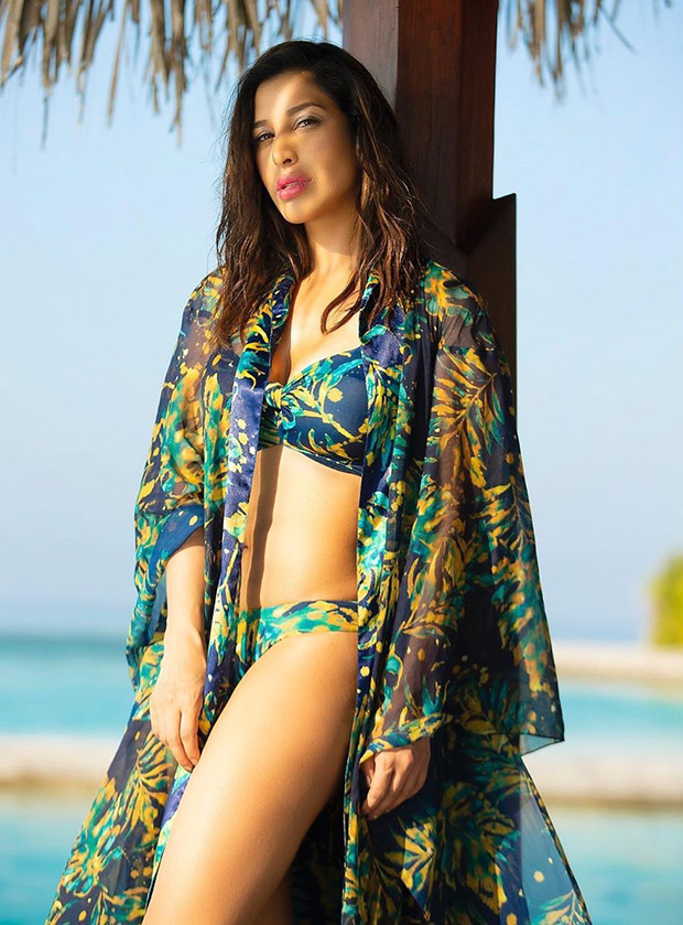 HOT: Sophie Choudry is giving us great SUMMER VIBES as she sizzles in a printed bikini!