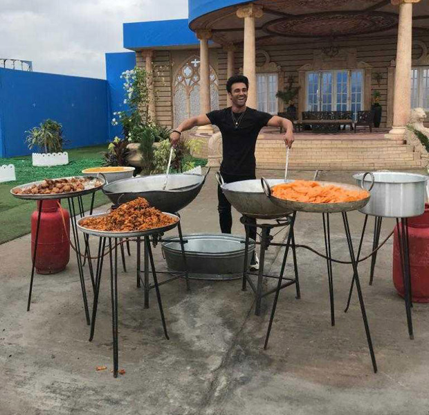 Pulkit Samrat turns chef on the sets of John Abraham starrer Pagalpanti; makes delicious snacks!