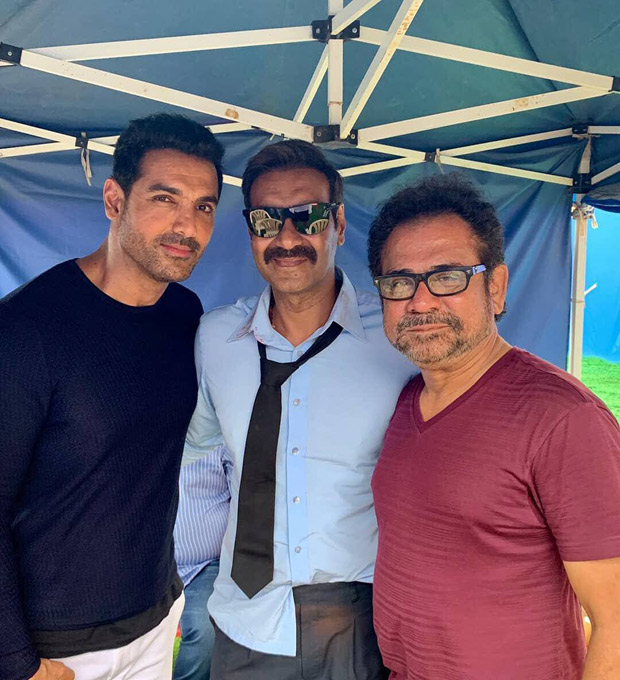 Anees Bazmee Strikes A Pose With His First Hero And Latest Hero Ajay Devgn And John Abraham On The Sets Of Pagalpanti