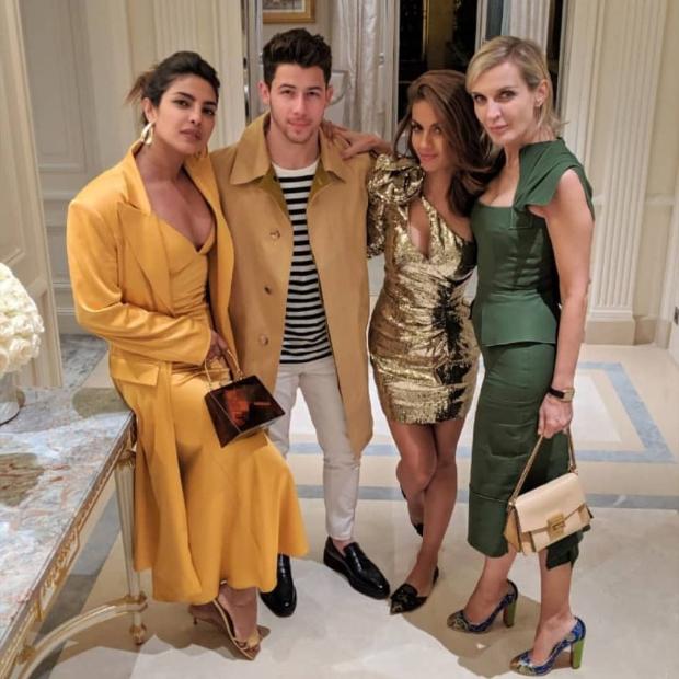 Before leaving Paris, Priyanka Chopra and Nick Jonas dine with their family and friends