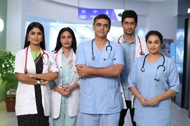 First Look: Mohnish Bahl Dons Scrubs As He Returns As Dr. Shashank Gupta In Sanjivani Reboot