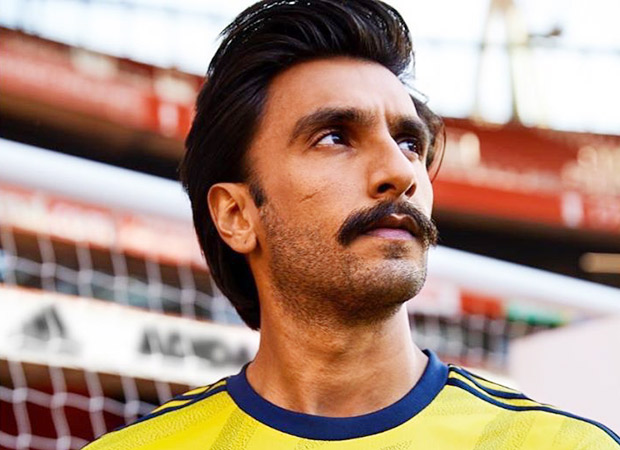 outlet store 8e65e 44d69 Ranveer Singh reveals the HOME and AWAY kits for Arsenal ...