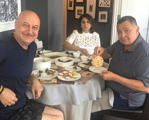Rishi Kapoor savours 'aate ka phulka' with Neetu Kapoor, thanks Anupam Kher for wonderful meal