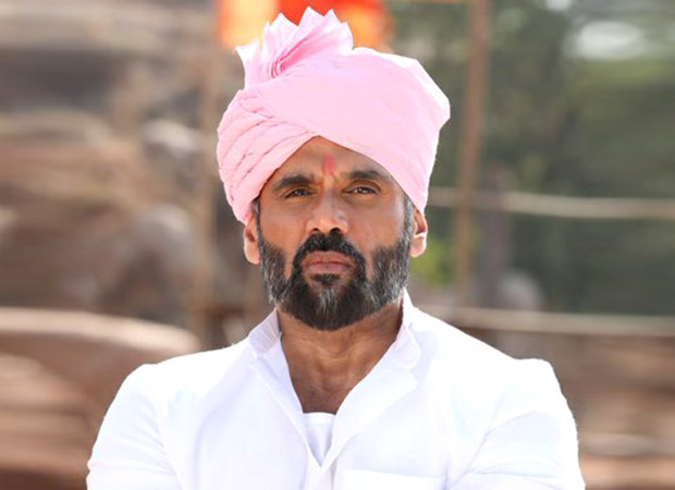 Suniel Shetty and Kichcha Sudeep grooved with 500 dancers for his multi-lingual, Pehlwaan