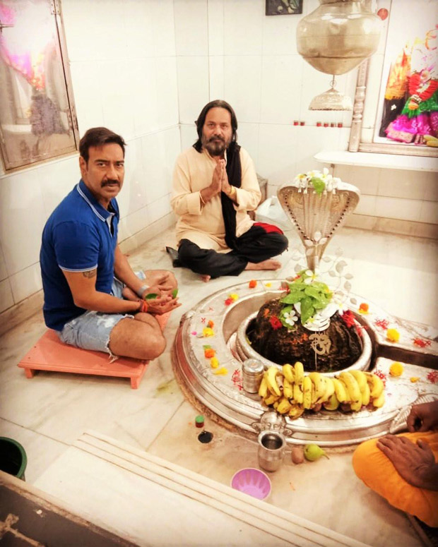 THIS pic of AJAY DEVGN'S casual attire in a religious place