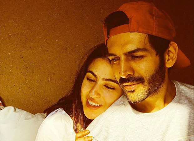 This Picture Of Kartik Aaryan And Sara Ali Khan From Aaj Kal's Reading Will Leave You Gushing Over Them!